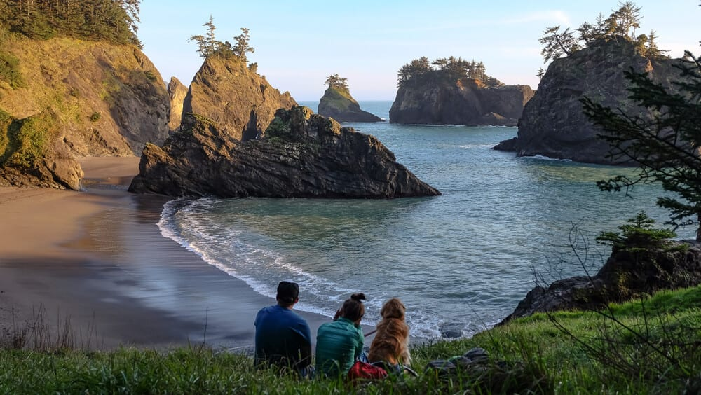 Picture of family enjoying hikes near Newport, Oregon.